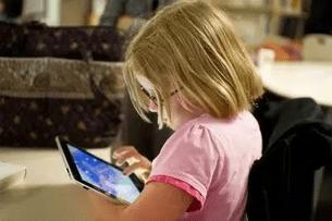 Celulares, tablets e TVs devem ser liberados para crianças?